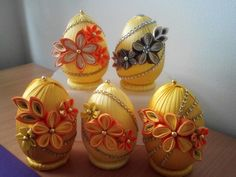 Quilted Ornaments, Fabric Ornaments, Ribbon Art, Silk Ribbon, Crafts For Teens, Diy And Crafts, Egg Art, Sculptures, Easter