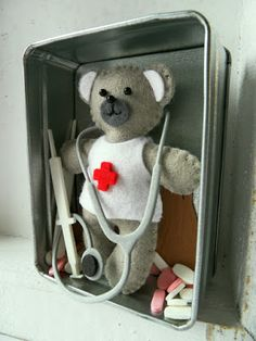 Marianne's beren teddy bear felt - Marianne bear die - teddy bjørn i filt Marianne Design, Cute Bears, Felt Art, Homemade Gifts, Felt Embroidery, Get Well Soon, Teddy Bears, Toys, Projects