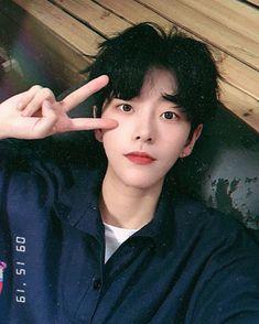 Korean Boys Hot, Korean Boys Ulzzang, Cute Korean Girl, Ulzzang Boy, Korean Men, Cute Asian Guys, Asian Boys, Asian Men, Cute Japanese Boys