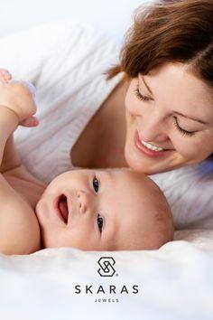 Το κόσμημα που θα λάβει μία νέα μαμά ως δώρο είναι το σύμβολο της πιο γλυκιάς και δυνατής σχέσης της ζωής της. Δείτε εδώ τα ωραιότερα δώρα για μέλλουσες και νέες μαμάδες: In This Moment, Jewels, Face, Inspiration, Biblical Inspiration, Jewerly, The Face, Gemstones, Faces