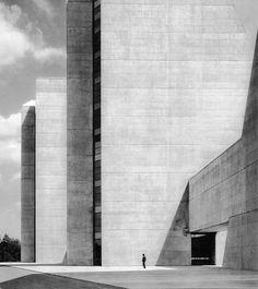 College Life Insurance Company Headquarters, Indianapolis, USA, 1967 Kevin Roche John Dinkeloo Associates