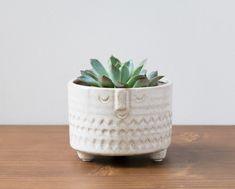 Cet adorable cache-pot Crème a été imaginé par la marque danoise Madame Stoltz.