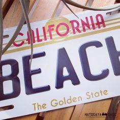 80年代のカリフォルニア州ライセンスプレートを模したBEACHサインが入荷しましたこのデザインは1982年から87年まで使われていたBTTFのデロリアンでおなじみの懐かしいタイプエンボス加工ではありませんがアルミ製のリアルなプリントでクオリティは高いですインテリアやガーデンガレージなどをアメリカンな雰囲気にするにはピッタリです #beach #surf #CALIFORNIA #RonHerman #RHC #WTW #licenseplate #ナンバープレート #ロンハーマン #カリフォルニア #ダブルティー #インテリア #海を感じるインテリア #西海岸インテリア #鳩ヶ谷ベース