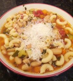 Healthy crock pot minestrone. Just 215 calories in 1 1/2 cups!