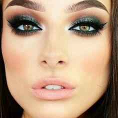 Green smokey eye with nude lip