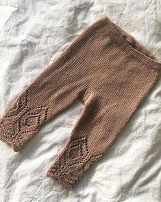 Denne her fortjente et bilde til. Tror vi må ha minst 4 til, til hver av jentene #blondebukser #knittingforolive @knittingforolive…