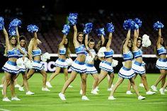 Le cheerleader del Napoli aprono il campionato azzurro.