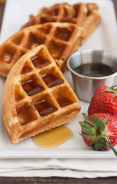 100% whole wheat waffles! 1 1/2 cups white whole wheat flour 2 teaspoons baking powder 1/2 teaspoon salt 2 tablespoons sugar 1 large egg, at room temperature 1 1/2 cups lukewarm milk 1/3 cup canola oil