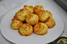Cooking with Manuela: Custard Filled Puff Tower with Caramel Sauce - Profiterol with Caramel Custard Filling, Quick Easy Meals, Italian Recipes, Caramel, Tower, Cream, Baking, Vegetables, Food