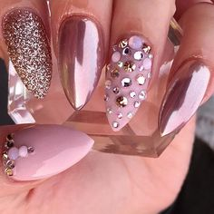 RosieGolden @glamandglitsnails porcelain pearl pink & @daily_charme rose gold chrome