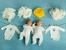 We the the best of Baby Photoshoot Ideas for you to plan and soot by yourself. Take a look at some of the amazing themes you can do at home. Newborn Photography Poses, Newborn Baby Photography, Newborn Photos, Photography Ideas, Baby Images, Baby Pictures, Baby Hospital Photos, Babyshower, Monthly Baby Photos