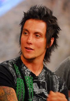 Synyster Gates without make up...still so hot...