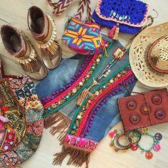 This Pin was discovered by tly Hippie Gypsy, Hippie Style, Bohemian Style, Africa Fashion, Boho Fashion, Woman Fashion, Vestido Boho Chic, Navajo, Mundo Hippie