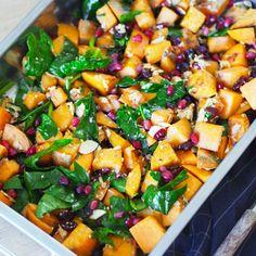 Søtpotetsalat med feta og granateple - Sukkerfri Hverdag Recipe Boards, Feta, I Love Food, Food And Drink, Vegetarian, Favorite Recipes, Lunch, Healthy Recipes, Healthy Food