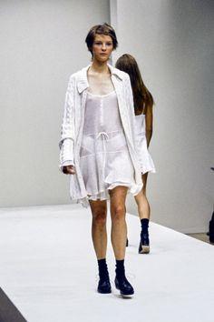Minimal Fashion, Modern Fashion, 90s Fashion, Retro Fashion, Runway Fashion, High Fashion, Winter Fashion, Fashion Design, Vogue Fashion