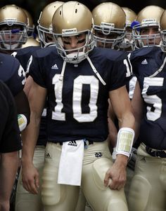 "Vintage Brady Quinn days~ Fighting Irish of Notre Dame. Like the Irish? Be sure to check out and ""LIKE"" my Facebook Page https://www.facebook.com/HereComestheIrish Please be sure to upload and share any personal pictures of your Notre Dame experience with your fellow Irish fans!"