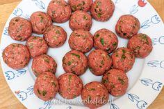 Stroganoff-pannetje met gehaktballetjes A Food, Food And Drink, Tapas, Pizza, Menu, Ethnic Recipes, Desserts, Diners, Om