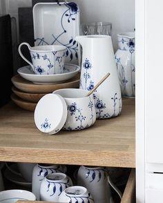 """2,732 likerklikk, 5 kommentarer – Royal Copenhagen (@royalcopenhagen) på Instagram: """"Weekend preparations @klintdrupp #RoyalCopenhagen #BlueFlutedPlain #BlueFlutedMega #BlueElements"""""""