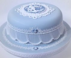 (via ♥ something blue ♥ / Elegant blue cake with wonderful royal icing) Gorgeous Cakes, Pretty Cakes, Amazing Cakes, Foto Pastel, Bleu Pastel, Fancy Cakes, Mini Cakes, Cupcake Cakes, Royal Icing Cakes