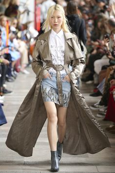 The Best Fall Trenchcoats on the Spring 2018 Runways