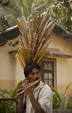 The Bombay Flutewala People Around The World, Around The Worlds, Human Personality, Street Musician, Amazing India, India People, India And Pakistan, Working People, Arte Popular
