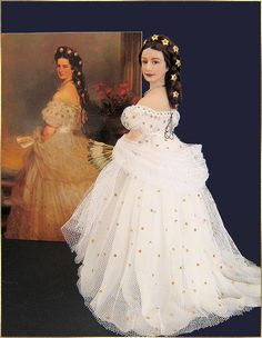 Empress 'Sissi' doll by AnneMarie, with the famous painting behind her Empress Sissi, Barbie Celebrity, Miniature Dolls, Dollhouse Dolls, Bride Dolls, Diy Dress, Custom Dolls, Reborn Dolls, Ball Jointed Dolls