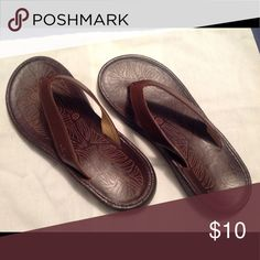 JBU Flip-flops, size 6 Ladies, size 5.5 - 6, brown faux leather flip-flops. (states size 6..thye run a small size 6...personally, I'd say they are a 5.5).  Never worn. JBU Shoes Sandals