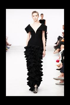 Azzedine Alaïa Fall 2011 Couture Collection Photos - Vogue
