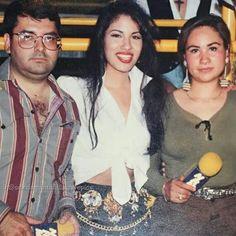 Selena! So beautiful  . . Here it is again, I accidentally deleted it! Sorry! . #novela#onset#queen#legend#queenselena#texaslegend#fashion#belt#beauty#beautiful#latina#successful#mexicanamerican#texmex#tejanomusic#texasqueen#wemissyou#selenaforever