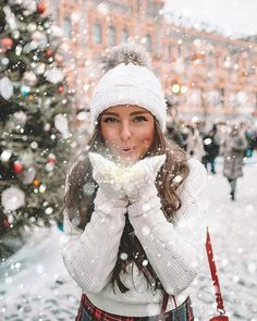 Ideas For Photography Poses Women Winter Pictures Winter Senior Pictures, Winter Pictures, Winter Images, Snow Photography, Photography Poses, Christmas Photography, Levitation Photography, Abstract Photography, Exposure Photography