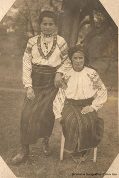 fete-din-campulung-colectia-ion-gramada Old Pictures, Old Photos, Folk Costume, Costumes, Moldova, Folk Music, Traditional Dresses, Alter, Old Houses