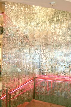 Oh it& nothing special, just gold sequined walls and pink neon . Vintage Glam, Sequin Wall, Interior Rugs, Interior Ideas, Interior Decorating, Interior Design, H Design, Gym Room, Doja Cat