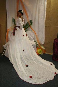 robe de mariée broderie anglaise