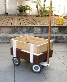 Discover recipes, home ideas, style inspiration and other ideas to try. Woodworking Projects That Sell, Kids Woodworking, Pallet Projects, Projects To Try, Waldorf Montessori, En Stock, Wood Toys, Diy For Kids, Wood Crafts