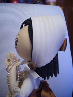 gorrito de una fofucha totalmente personalizada hecho en goma eva . elenamartinlopez.blogspot.com