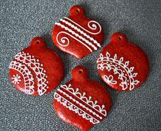 Citromhab: Piros mázas mézeskalács fenyődíszek
