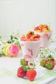Knuspriges Erdbeerdessert Wer für seinen geliebten Erdbeerquark noch nach einer Abwechslung sucht, der liegt mit der feinen Erdbeer-Joghurt-Creme, getoppt von Pistazien-Mandel-Krokant, genau richtig. Sarahs Tipp: Die Creme lässt sich auch als Tortenfüllung zweckentfremden.