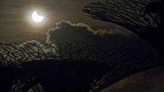 Demonii care devorează Soarele: Superstiții inspirate de fenomenele de eclipsă solară - http://www.eromania.pro/demonii-care-devoreaza-soarele-superstitii-inspirate-de-fenomenele-de-eclipsa-solara/?utm_source=Pinterest&utm_medium=neoagency&utm_campaign=eRomania%2Bfrom%2BeRomania
