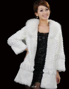 Fur Fashion, White Fashion, Hijab Fashion, Fashion Outfits, Hairpin Lace, White Fur, Fashion Colours, White Outfits, Fur Collars