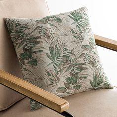 Διακοσμητική μαξιλροθήκη με tropical σχέδιο, σε εκρού χρώμα και πράσινες λεπτομέρειες . Ύφασμα από 80% βαμβάκι και 20% polyester βάρους 340gsm, με νήμα πενιέ που εξαλείφει την πιθανότητα εμφάνισης κόμπων. Συνδυάστε την μαξιλαροθήκη με τα ριχτάρια καναπέ του ίδιου σχεδίου για ένα ολοκληρωμένο αποτελέσμα. Throw Pillows, Green, Home, Toss Pillows, Cushions, Ad Home, Decorative Pillows, Homes, Decor Pillows