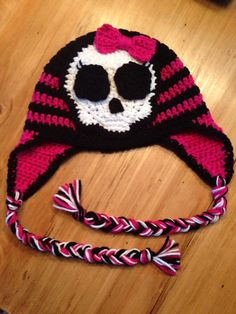 Monster High inspired crochet beanie  For Kaelyn, I like the black and pink pattern, the skull is not cool, but the earflaps and tassels are awesome