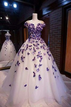 Purple Butterfly Appliques Ball Quinceanera Dress Birthday Party Sweet 15 Gown from Hot Lady Lila Schmetterling Appliques Ball Quinceanera Kleid Geburtstag Party Sweet 15 Kleid von Hot Lady – Pretty Prom Dresses, Sweet 16 Dresses, Elegant Dresses, Homecoming Dresses, Formal Dresses, Dress Prom, Purple Quinceanera Dresses, Sweet Dress, Sweetheart Prom Dress
