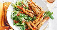 Quick salt and pepper prawn skewers Fish Dishes, Seafood Dishes, Fish And Seafood, Tasty Dishes, Prawn Recipes, Seafood Recipes, Asian Recipes, Garlic Prawns