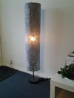 Holmo lamp van Ikea waar de papieren kap van is stuk gegaan. Dit is een idee om nog wat te maken van wat er over is!! Nu nog een mooie stof vinden!
