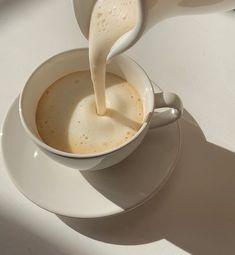 Cream Aesthetic, Aesthetic Coffee, Brown Aesthetic, Aesthetic Food, Aesthetic Style, Think Food, Coffee Love, Drink Coffee, Coffee Break