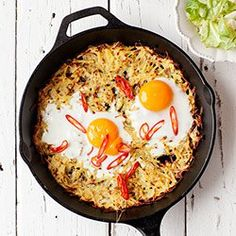 Baked potato cake with eggs and chili Diet Recipes, Cooking Recipes, Healthy Recipes, Delicious Recipes, Healthy Food, Good Food, Yummy Food, Potato Cakes, Dairy Free