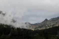 Die Berge der Hohen Tatra liegen vor uns. Foto: Doris Portal, Mountains, Nature, Travel, Pictures, Pool Chairs, Hiking, Naturaleza, Viajes