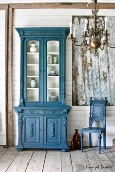 Deep green-y blue mixed by Annie Stockist in Marsta, Sweden, Lina på Landet. She used two parts Aubusson Blue Chalk Paint® to one part Florence. Beautiful depth!