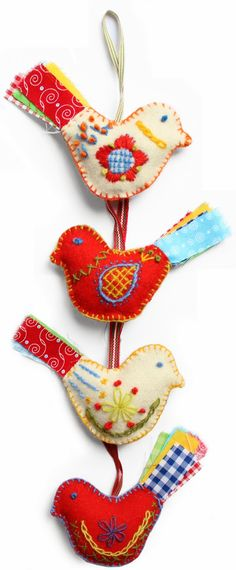 Scandinavian embroidery birds on felt Scandinavian Embroidery, Scandinavian Folk Art, Embroidery Designs, Felt Embroidery, Machine Embroidery, Fabric Birds, Fabric Art, Bordado Popular, Felt Christmas Ornaments