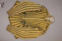 NYCKELORD/TITELtröja gult kläde Gustav II Adolf-livréKORTBESKRIVNINGTröja till pagelivré, Gustav II Adolf.DATERING1611-1632ÖVRIGA NYCKELORDtröjaSAMLINGLivrustkammarenINVENTARIENUMMER31200 (3607)